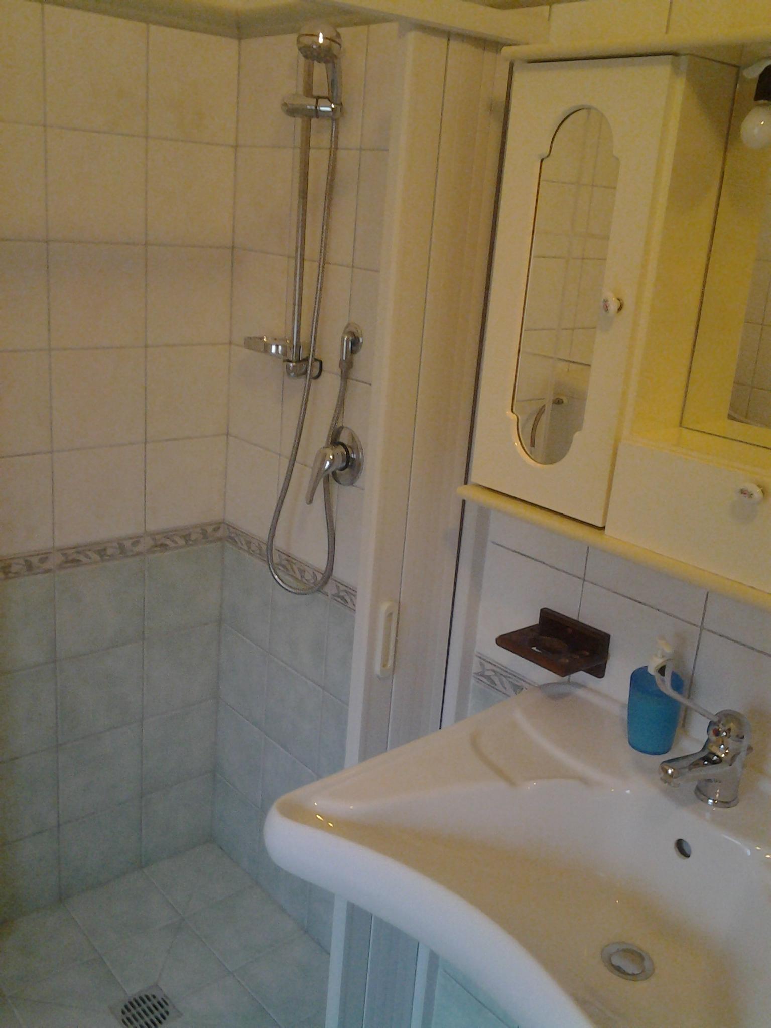 Bagno con doccia camera Orlando
